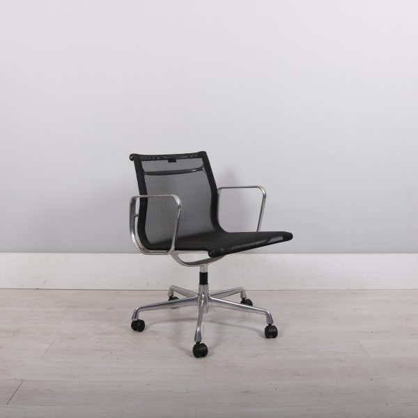 used_eames_143
