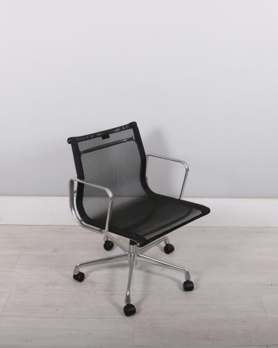 used_eames_142