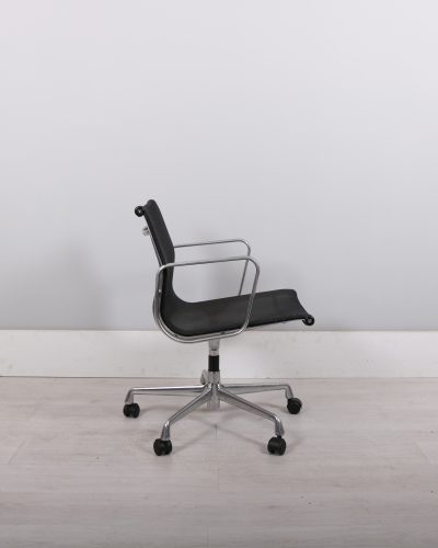 used_eames_141