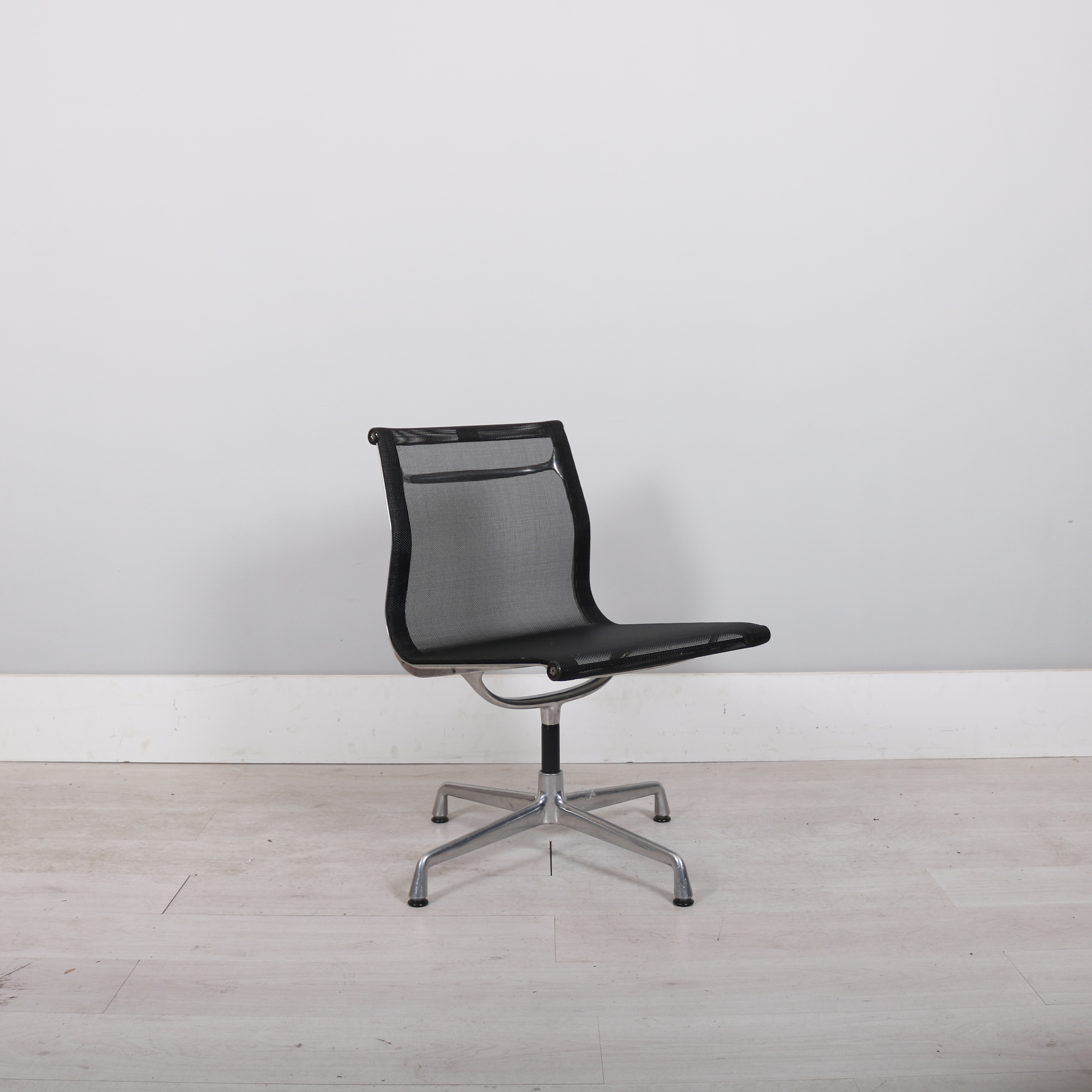 vitra charles ray eames ea105 studiomodern. Black Bedroom Furniture Sets. Home Design Ideas