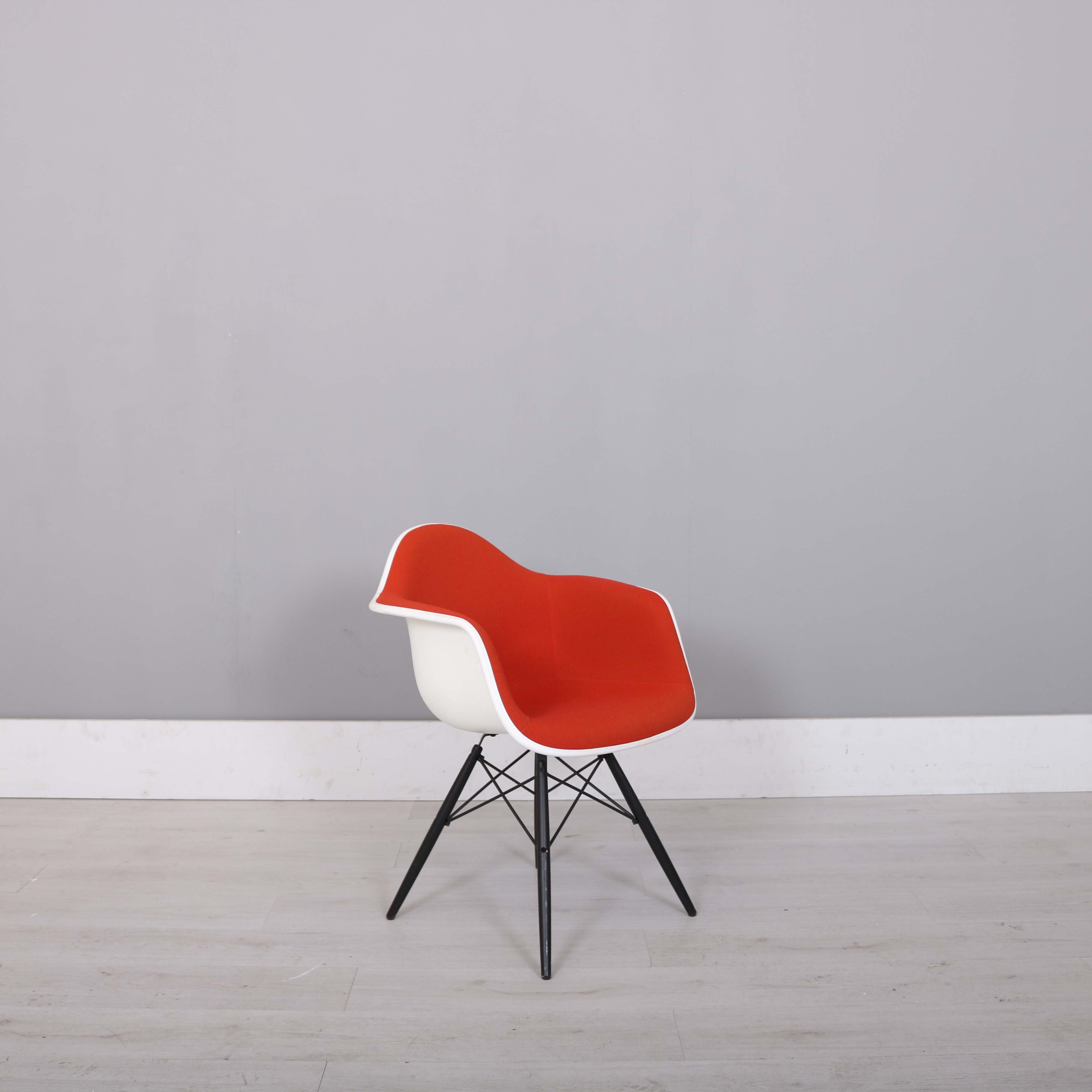 vitra charles eames red padded dar chair studiomodern. Black Bedroom Furniture Sets. Home Design Ideas