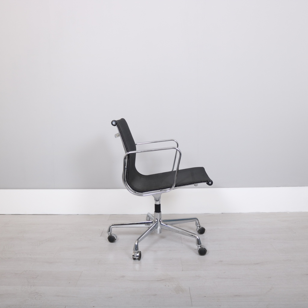 vitra charles ray eames ea108 studiomodern. Black Bedroom Furniture Sets. Home Design Ideas